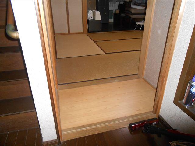 階段横の7.5帖の和室と5.0帖の洋間、10.8帖のリビングの間仕切り壁を撤去して、広いLDKになります。