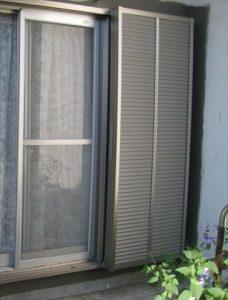 沼津市で木製の雨戸から、アルミ製の雨戸へ
