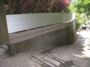 地震対策のフェンス工事