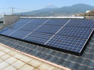 沼津市で屋根葺き替えと一緒に太陽光パネル工事