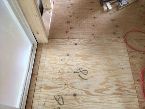 長泉町新築工事 洗面脱衣室の床です