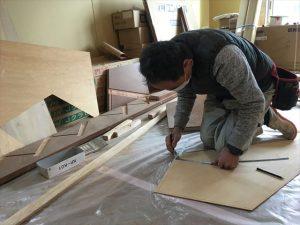 長泉町 下長窪マイホーム新築注文住宅 階段組立の為の型取りです