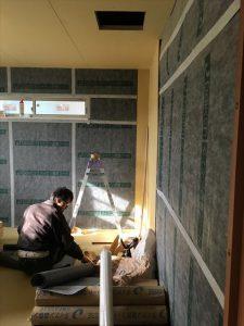 長泉町 下長窪マイホーム新築注文住宅 遮音シートの上にプラスターボードを張ります