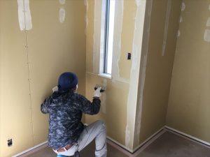 長泉町 下長窪マイホーム新築注文住宅  ボード下地とパテ上塗り処理です