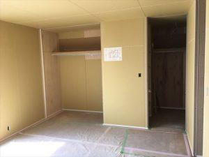 長泉町 下長窪マイホーム新築注文住宅  ボード張りクロス下地枕棚です