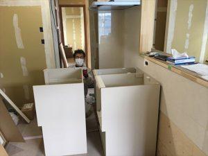 長泉町 下長窪マイホーム新築注文住宅  キッチン下台組立です