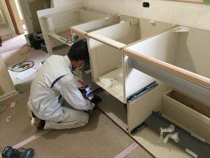 長泉町 下長窪マイホーム新築注文住宅  キッチン引出組立です