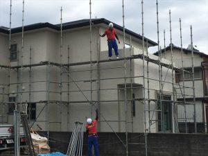長泉町 下長窪マイホーム新築注文住宅 足場を上から下に息もピッタリです