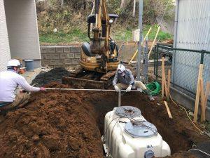 長泉町 下長窪マイホーム新築注文住宅 合併浄化槽の勾配を見ています
