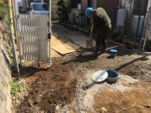 長泉町 下長窪マイホーム新築注文住宅 駐車場奥の方を高くして水勾配を取ります
