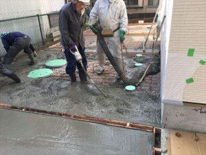 長泉町 下長窪マイホーム新築注文住宅 コンクリートを振動をかけて隙間をなくす