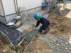 長泉町 下長窪マイホーム新築注文住宅 西面ブロック積ベースコンクリート高さ調整