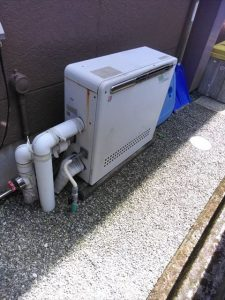 裾野市今里で給湯器からエラーコード111が表示、点火が出来ないと問い合わせがあり見に行ってきました