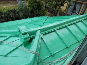 三島市で瓦棒葺きトタン屋根の雨漏り、パテ処理と屋根塗装