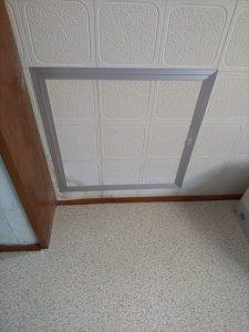 三島市で天井に雨染みがあり点検口設置とコーキング処理