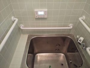 沼津市で古くなったタイルの浴室の改修工事