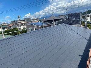 沼津市のスレート屋根劣化によりシリコン塗装タスペーサーで縁切り